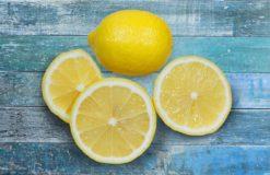 Coupez un citron et gardez-le dans votre chambre à coucher. Ce sera votre sauveur