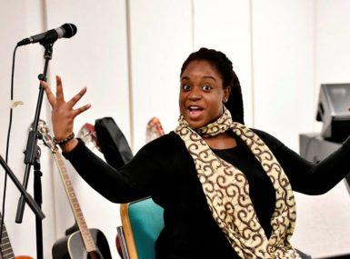 Adjo'a Sika : la diva de la chanson et la mère protectrice des enfants