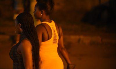 Une prostituée humilie son client en public