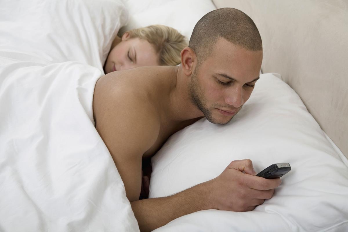 12 signes qui montrent que votre partenaire couche avec quelqu'un d'autre