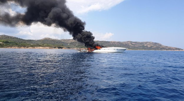 Le bateau de Maître Gims prend feu