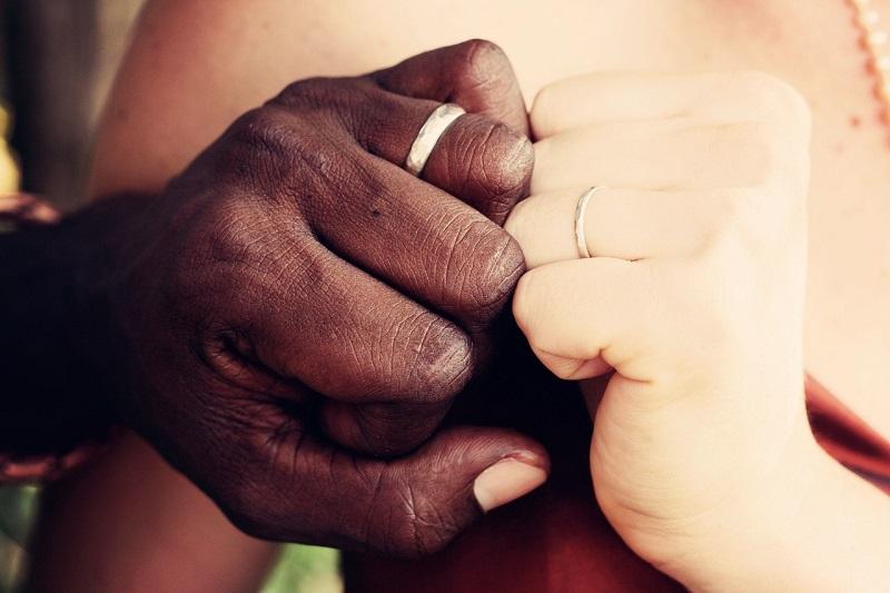 Se découvrir avant le mariage, quel signification?