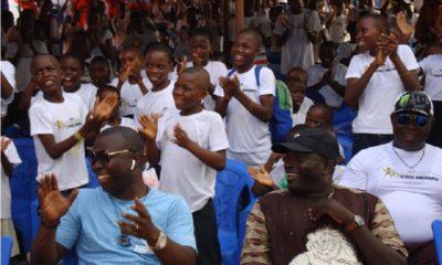 Togo: plus de 1 000 orphelins à la table de King Mensah pour un déjeuner