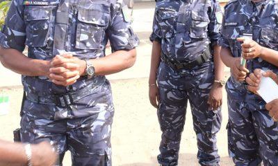 Deux policiers arrêtés