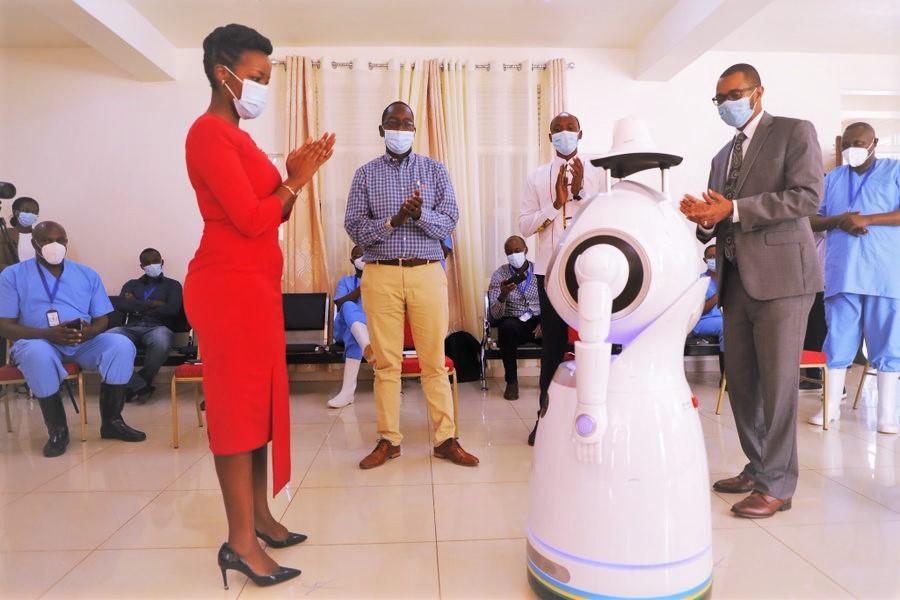 Rwanda : des robots anti-épidémiques pour lutter contre le Covid ...