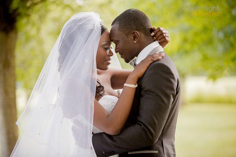 10 photos où les mariés ne sont pas vraiment à leur