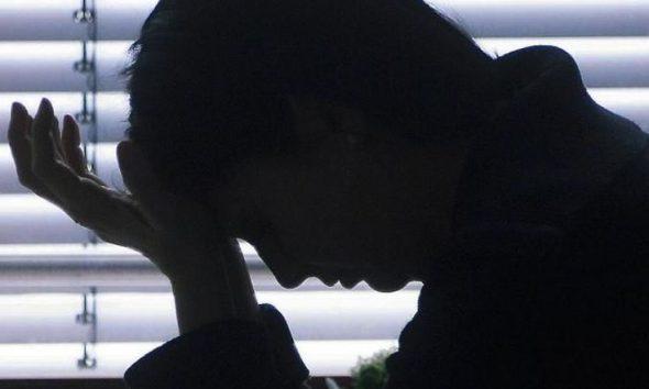 Un jeune homme en détresse