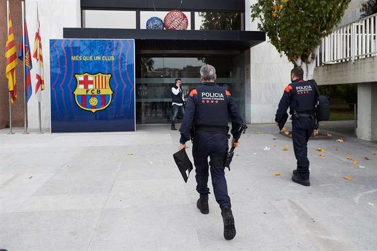 La police catalane au siège du Barça
