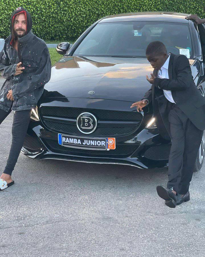 Ramba Junior vient de s'offrir une voiture de luxe, les togolais se posent des questions par rapport à leurs artistes (photos)